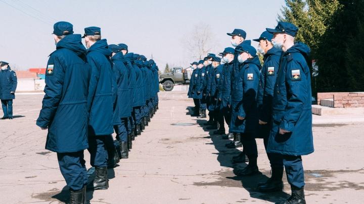 С завтрашнего дня в армию из Омской области начнут набирать больше двух тысяч солдат