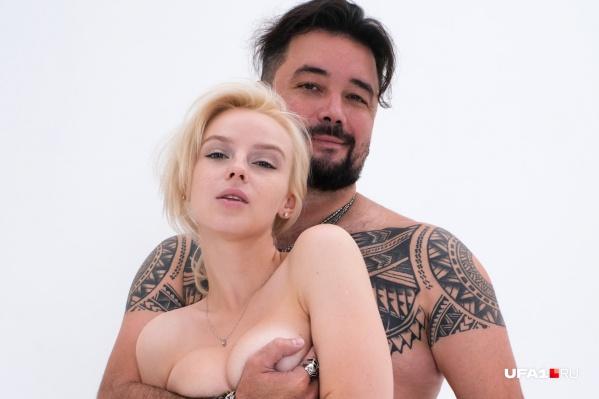 Пара заявила о своих отношениях эпатажно — опубликовала откровенную фотосессию