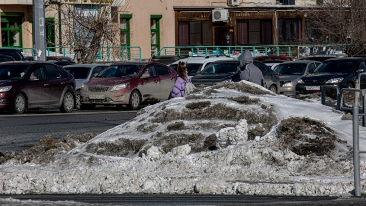 «Предлагаю главам районов выйти из кабинетов»: мэр Челябинска поручила ускорить уборку улиц от снега