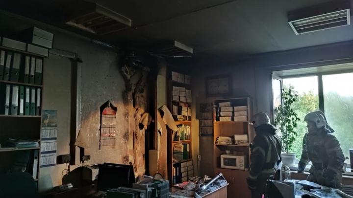 В детской больнице на Вертковской загорелся кабинет