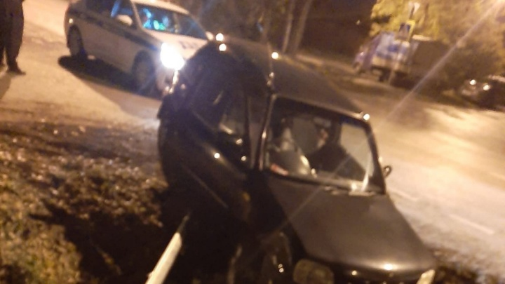 В Тюмени небольшая погоня от полиции закончилась ДТП. Водитель сбежал