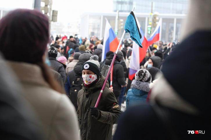В два часа люди собрались на площади Труда