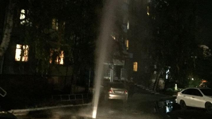 «Столб до девятого этажа»: на Северо-Западе Челябинска забил фонтан кипятка