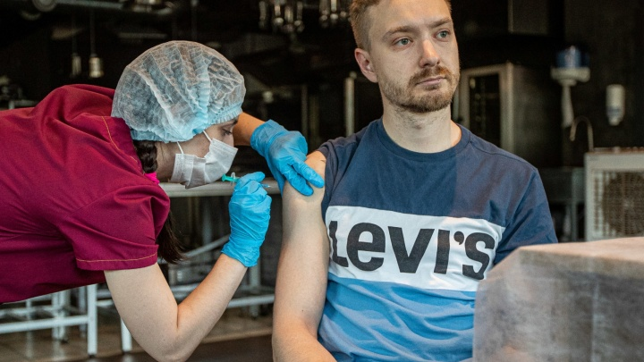 Экспресс-прививка от коронавируса: что известно о вакцине «Спутник Лайт»