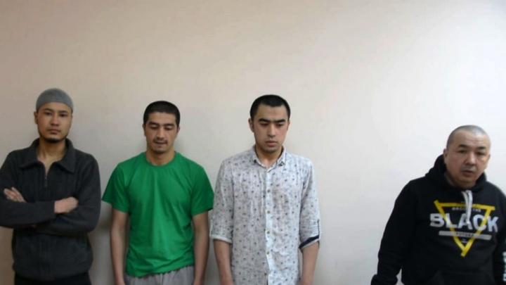 В Омске четверых участников экстремистской группировки депортировали из страны