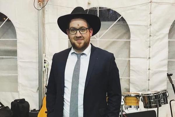 «Девушки прикрывают локти и колени»: ярославец рассказал, как переехал в Израиль в поисках невесты