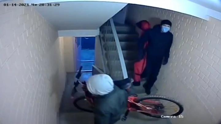 В Екатеринбурге грабители дважды за неделю обчистили одну и ту же квартиру: видео