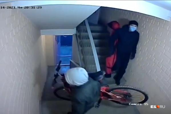 Грабители выносили вещи через соседний подъезд