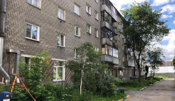 На улице Гаранина из окна 4-го этажа выпал 2-летний мальчик