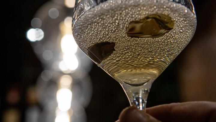 Новосибирцев пугают рассылкой о сухом законе на майские праздники. Запретят ли власти продавать алкоголь?