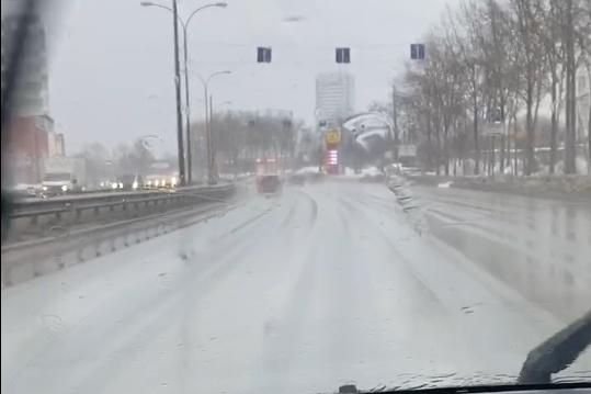 В Екатеринбурге среди зимы пошел дождь