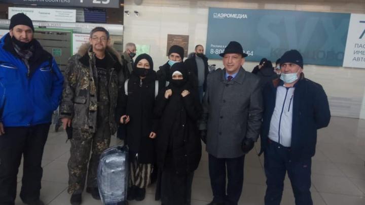 Общественники помогли вернуться в Таджикистан двум сестрам, у которых мама умерла от COVID-19