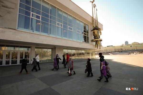 В пятницу, 17 сентября, дети пойдут в театры и музеи организованными группами