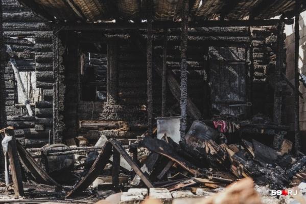 Сгорел дом и надворные постройки