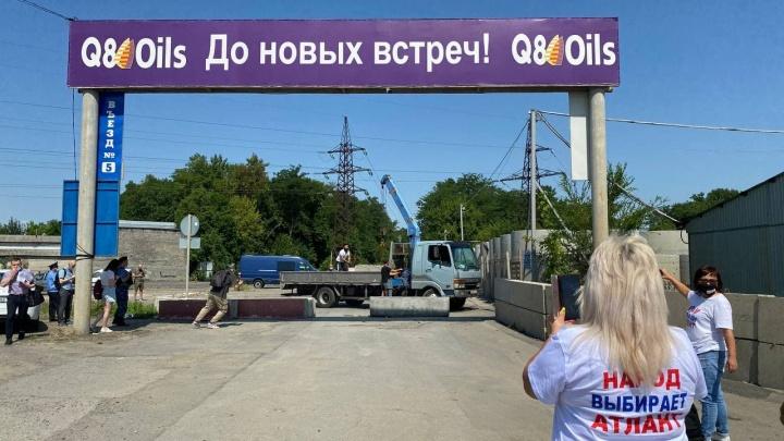 Бабаевы убрали бетонные блоки, преграждающие въезд на рынки под Ростовом