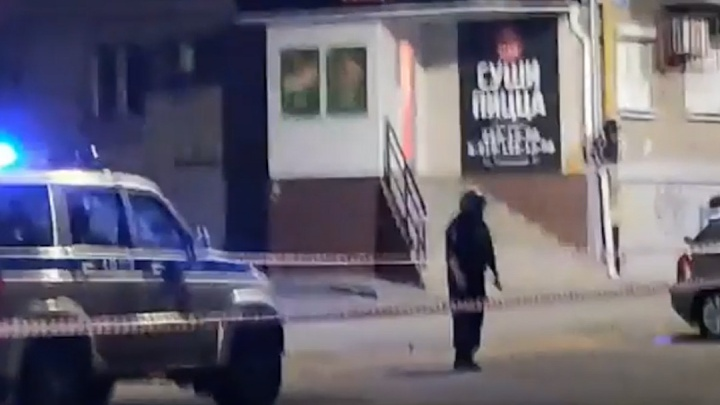 Силовики оцепили магазин в центре Челябинска