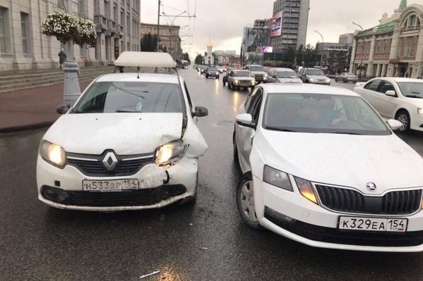 Повреждения машин после столкновения