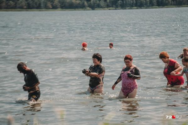 Озеро славится своими лечебными грязями
