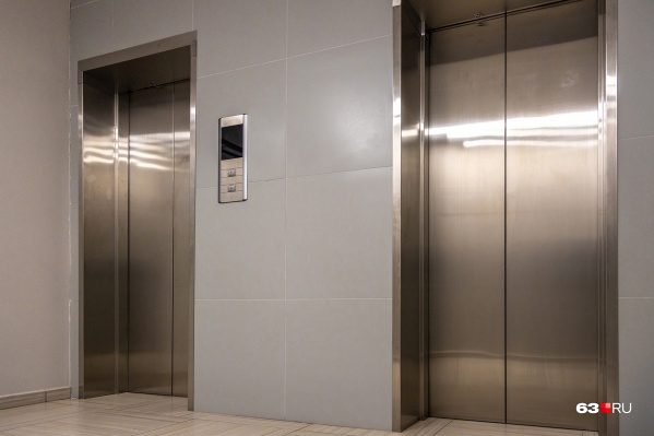 Лифты в доме были, но они не работали