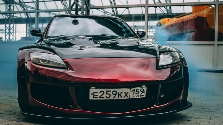Мощный автозвук и шикарные суперкары: разглядываем самые крутые машины «Большого уральского автофеста»