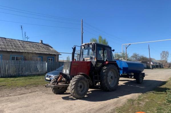 Власти пообещали, что трактор с питьевой водой будет подъезжать к каждому дому
