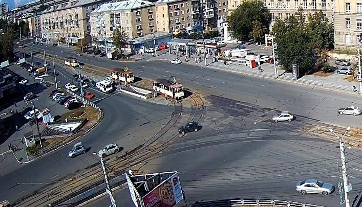 Возле Теплотеха снова сошел с рельсов трамвай. В Миндортрансе объяснили, что в этом месте не так с путями