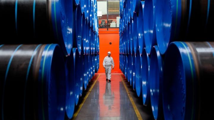 «Хотел уйти с завода через год, но скоро будет 20 лет стажа»: 7 невыдуманных историй от металлургов