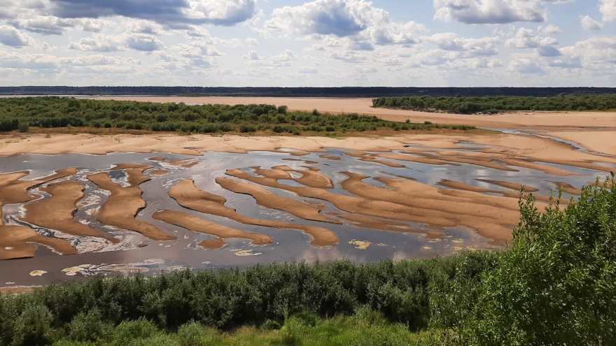 «Больше километра теперь идешь по песку»: почему возле Верхней Тоймы обмелела Северная Двина