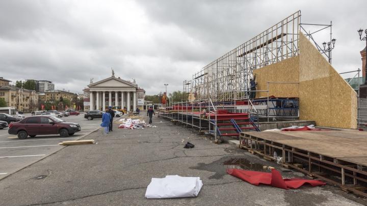 Праздник кончился: в центре Волгограда разбирают временные трибуны за 1,7 миллиона рублей