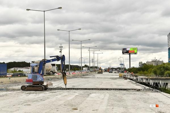 Ремонт моста на Луганской оказался под вопросом из-за спора железнодорожников и строителей