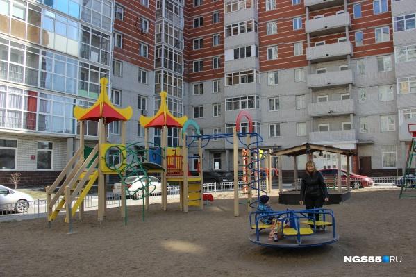 С каждым годом в Омске ремонтируют всё меньше дворов. В 2018 году начинали с 76
