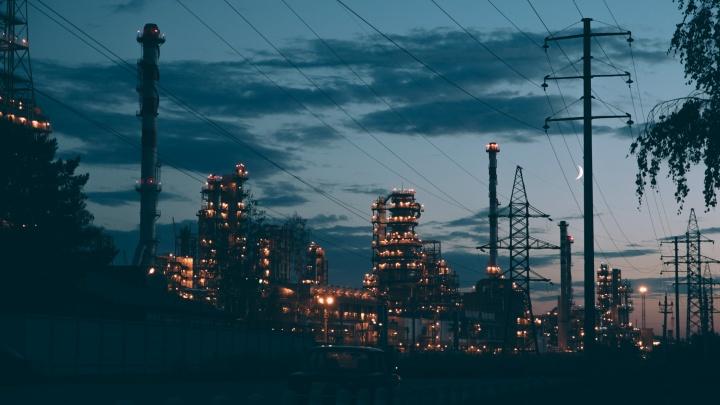 Тюменским заводам предписали снизить выбросы, чтобы предотвратить загрязнение воздуха
