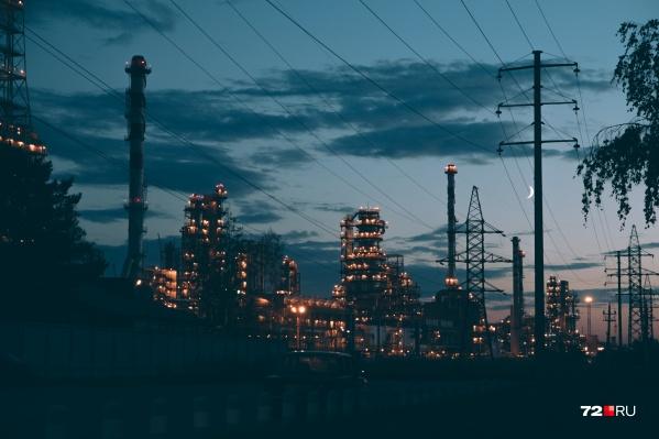 Тюменские предприятия сегодня ночью будут обязаны снизить выбросы