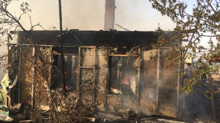 На Воронинских горках горело три жилых дома. Один полностью уничтожило огнем