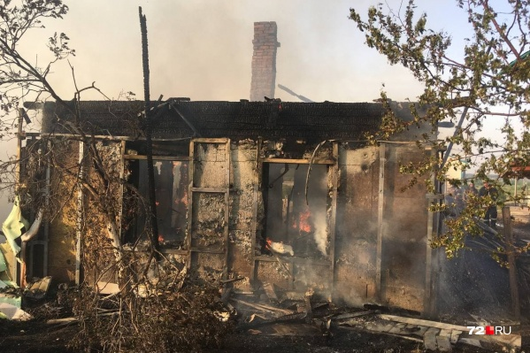 Дому № 10 досталось сильнее остальных: он выгорел даже изнутри