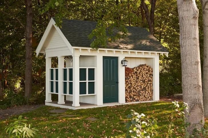 Соорудить отдельный домик проще, чем делать пристрой
