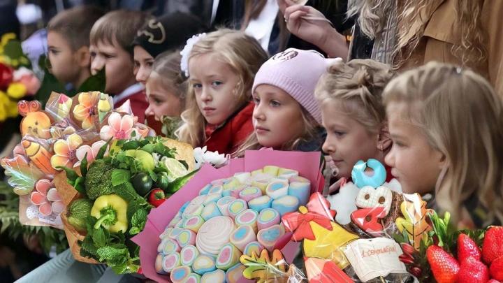 Цветы — увядшая тема. Смотрим, какие букеты собираются дарить челябинцы учителям на 1 Сентября