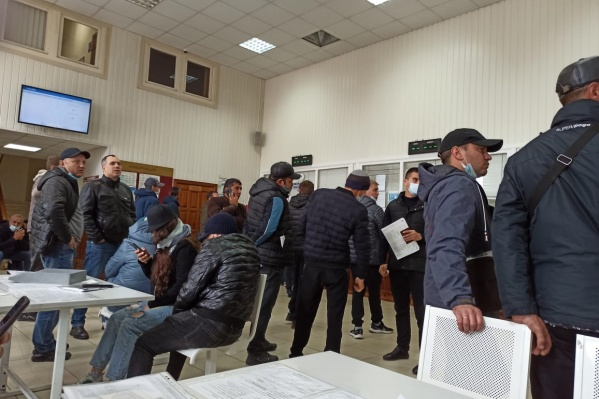На улице Бородина находится первое экзаменационное отделение Межрайонного регистрационно-экзаменационного отдела ГИБДД ГУ МВД России по Новосибирской области