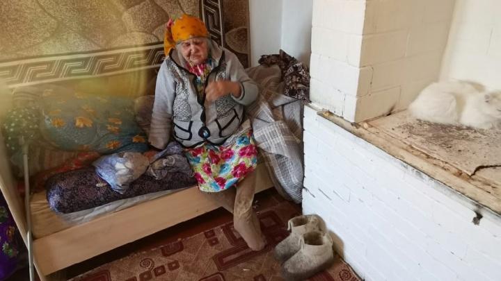 На Южном Урале возбудили дело о халатности из-за переселения 92-летнего ветерана труда в дом на болоте