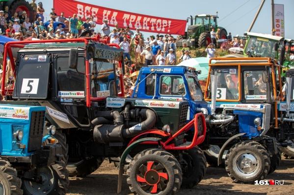 """Гонки на тракторах проводятся в Ростовской области <nobr class=""""_"""">с 2002 года</nobr>"""