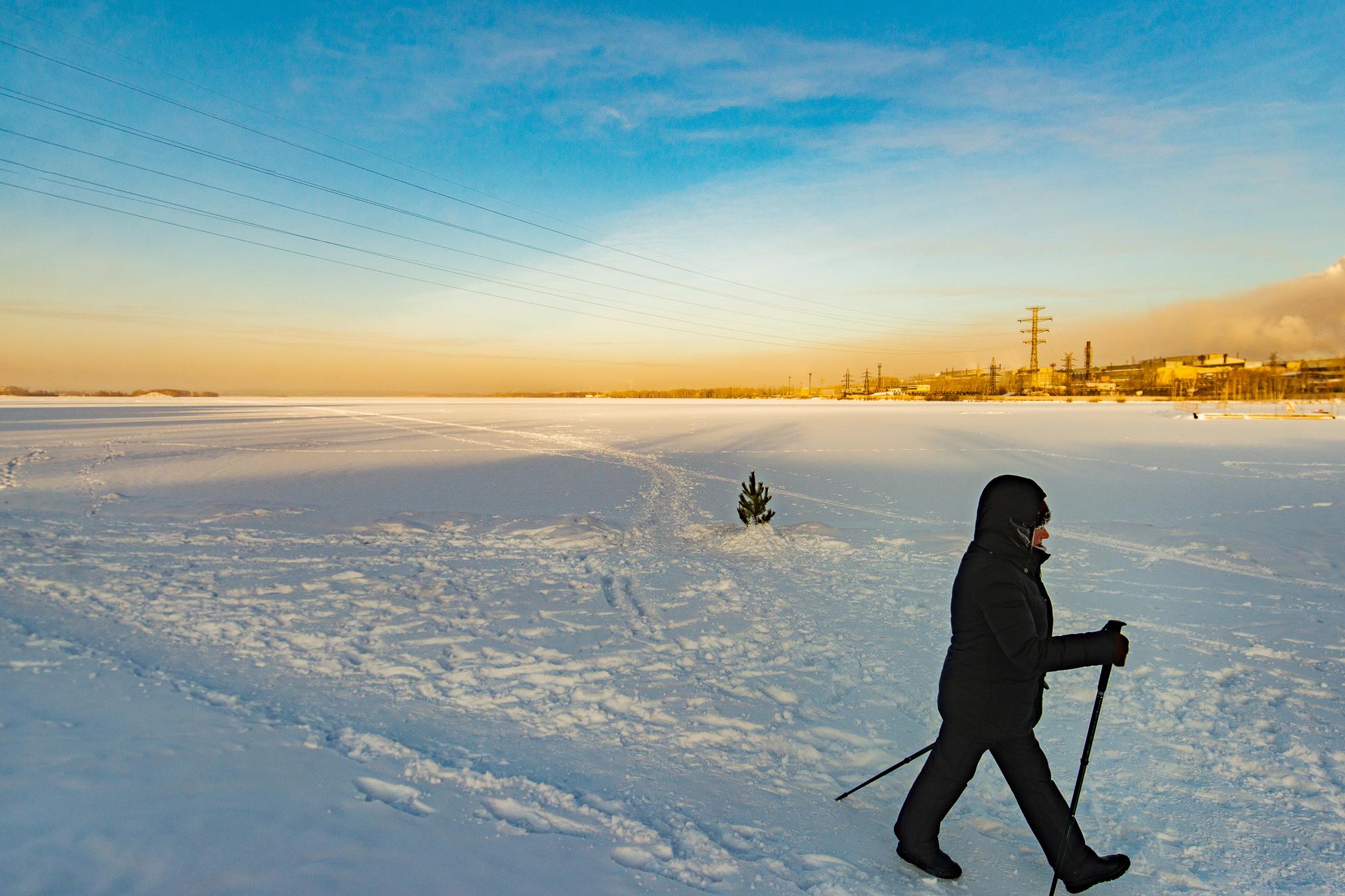 Пруд. Зимой здесь катаются на лыжах или занимаются скандинавской ходьбой. Летом — сап-серфинг, катамараны и тихая рыбалка по утрам