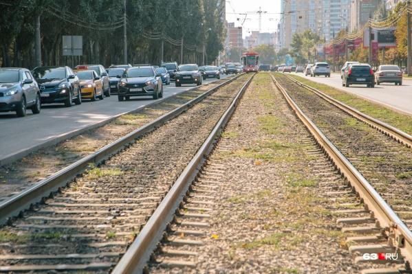 Сейчас обособленные трамвайные пути есть лишь на нескольких улицах