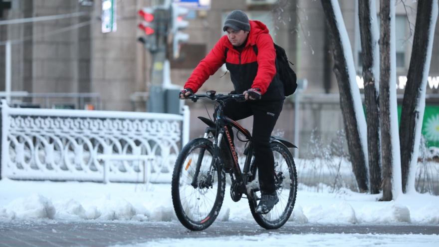 Пробки, слякоть и подорожавшее такси: в Челябинск пришла зима