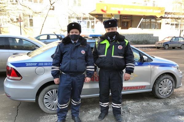 Старший лейтенант Ильгиз Муртазин и прапорщик Ильнур Мулаянов помогли беременной женщине