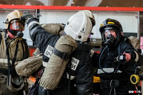 Пожарные еще одной части обратились к властям с жалобой на низкую зарплату