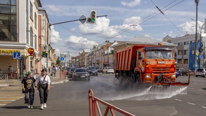 «Просто ездили по площади»: в Ярославле чиновники устроили тренировку зимней спецтехники в час пик