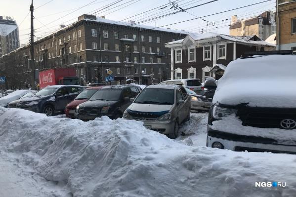 Дороги и тротуары Новосибирска очень плохо чистят после снегопадов