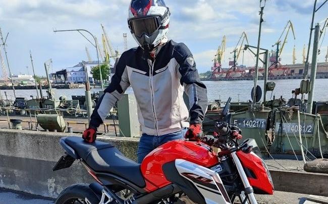 Пока вас бесит пробка, мотоцикл по ней едет: байкер рассказал, за что их ненавидят и почему они нарушают