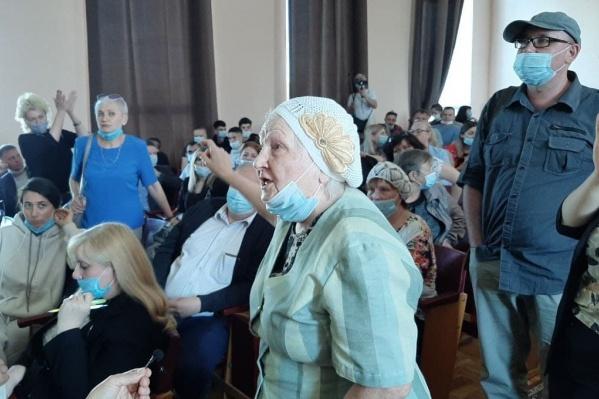 На публичные слушания по бюджету пришло более 200 жителей Калининского района