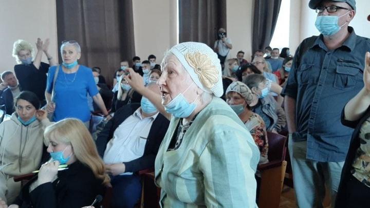 В Челябинске глава района не явился на слушания по бюджету, жители устроили бойкот